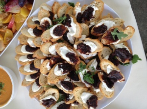 Crostini with goat cheese and fig jam